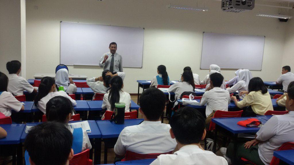 Cikgu Tmas with SMK Sri Hartamas at KDU UC